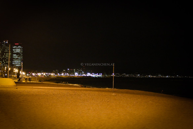 Strand Barceloneta nachts Barcelona veganinchen