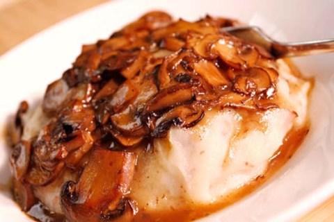 Creamy Garlic Mashed Potatoes & Mushroom Gravy