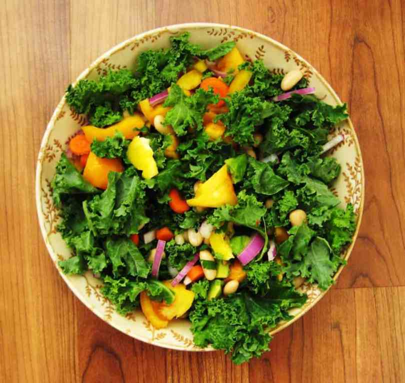 Vegan salad with kale and cannellini beans