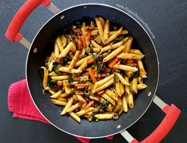 Italian-inspired vegan Balsamic Pasta recipe - perfect for when you're not in the mood for a tomato-based sauce but still want lots of flavor