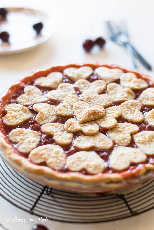 Gluten free vegan cherry pie - 25 vegan Valentine's day recipes