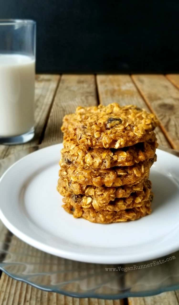 Vegan Oatmeal Raisin Cookies with Aquafaba - a healthy vegan cookie recipe