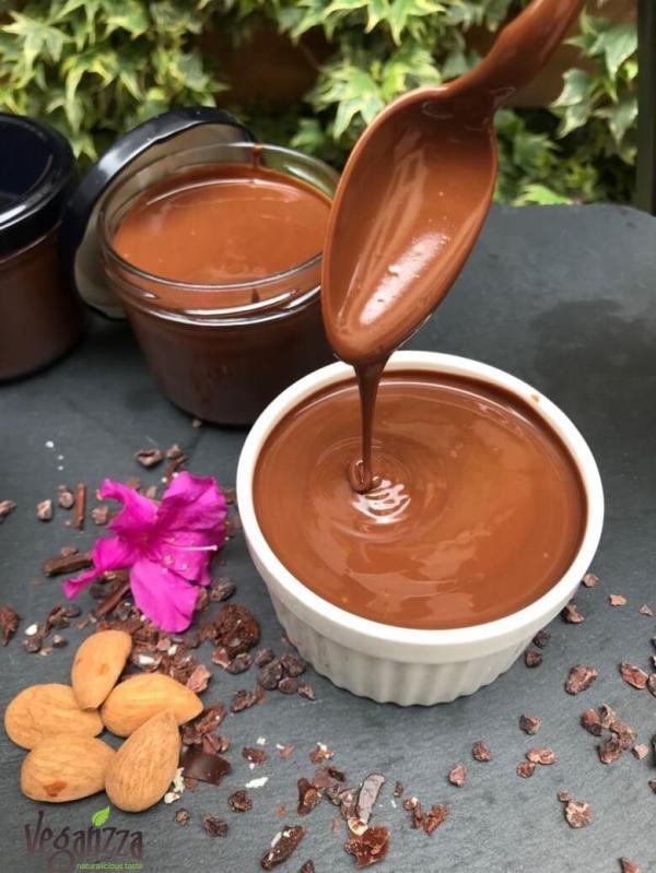 Crema de cocolata raw