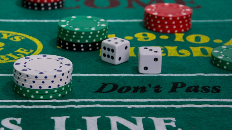 How to throw dice playing craps