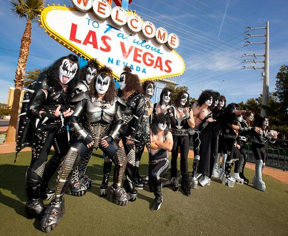 KISS OFF wining band Mr. Speed at Las Vegas welcome sign
