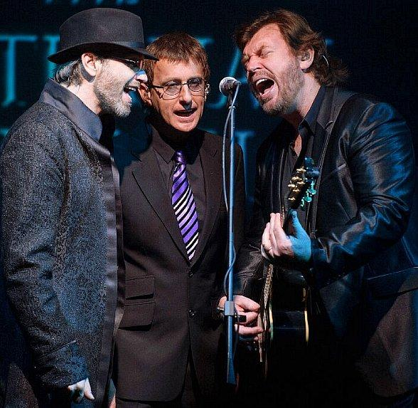"""Catch the Fever! """"The Australian Bee Gees Show"""" Signs Three-Year Extension with MGM Resorts; New Shows Begin Monday, July 29 at Excalibur Hotel & Casino in Las Vegas"""