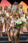 2017-Miss-Hooters-International-Chelsea-Morgensen-Being-Crowned-unsmushed