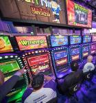 The-Celebrity-Slot-Machine-Tournament-featured-entertainers-vying-for-a-victory-and-grant-to-the-charity-of-their-choice.-unsmushed