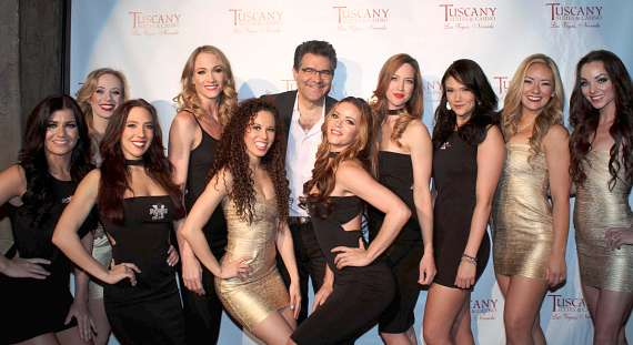 Johnny Kats and X-show casts