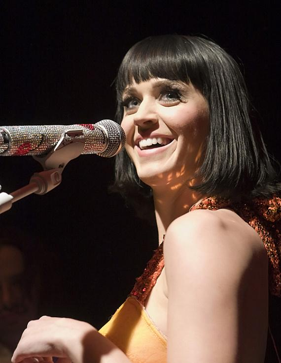 21409-katy-perry-credit-hard-rock-hotel-casino-31-570