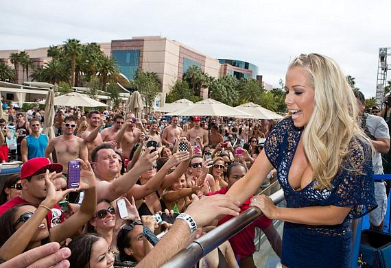 Kendra Wilkinson-Baskett greets fans at WET REPUBLIC