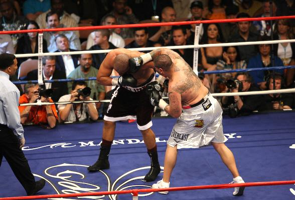 Chris Arreola knocks out Jameel McCline at the Mandalay Bay Events Center