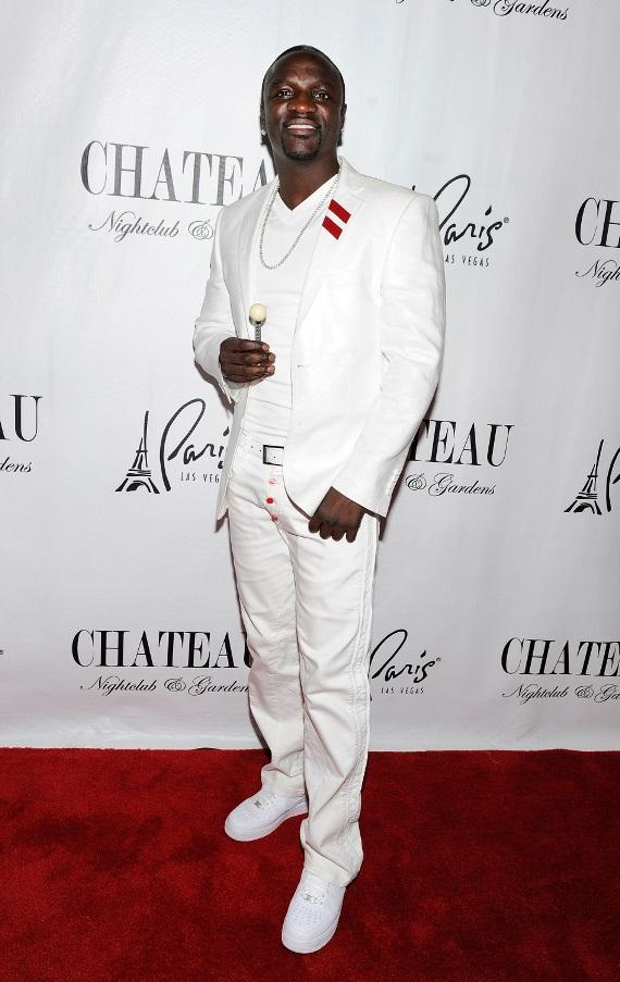 Boyz II Men enjoy the luxurious VIP section at Chateau Nightclub & Gardens
