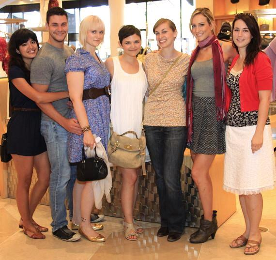 Ginnifer and sister Melissa with friends