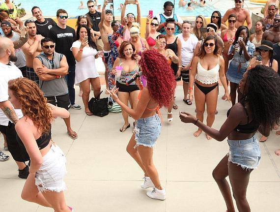 Natalie La Rose Sings for the Crowd at Ditch Fridays