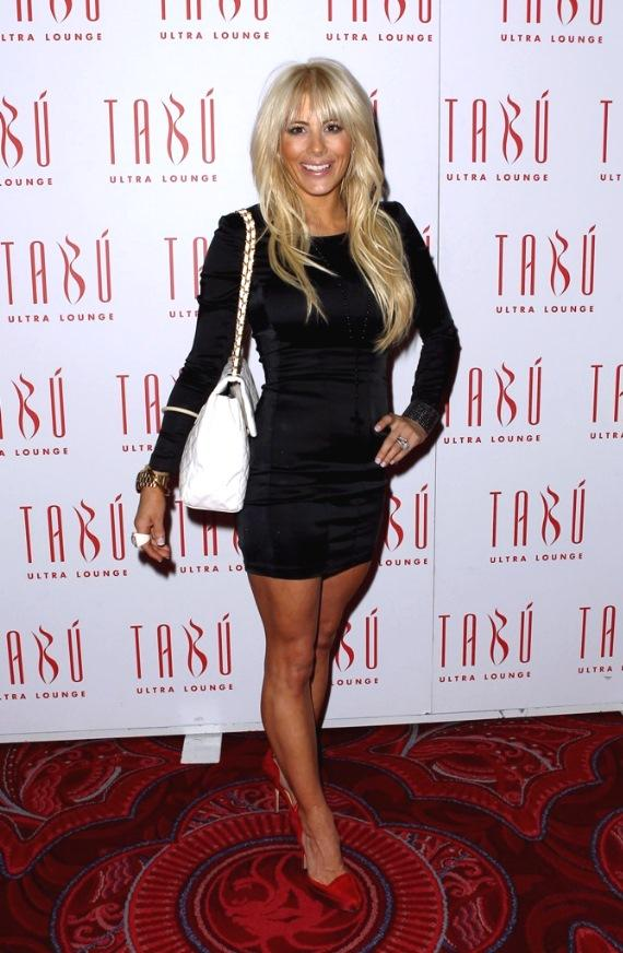 Shayne Lamas with purse on the carpet at Tabú Ultra Lounge