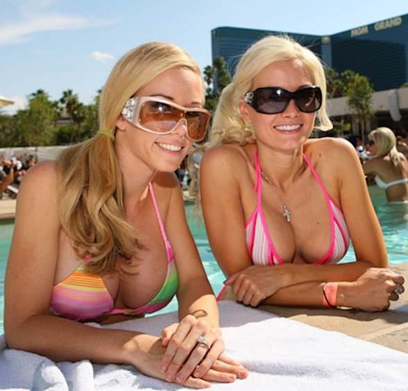 Kendra Wilkinson Kicks-Off Memorial Day Weekend with Holly Madison at WET REPUBLIC