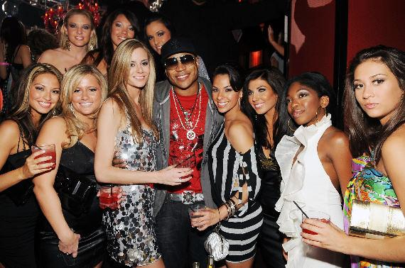 LL Cool J and Miss USA contestants at TAO (Photo Credit: Denise Truscello)