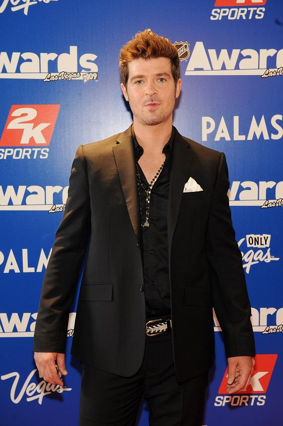 Robin Thicke performed at the 2009 NHL Awards
