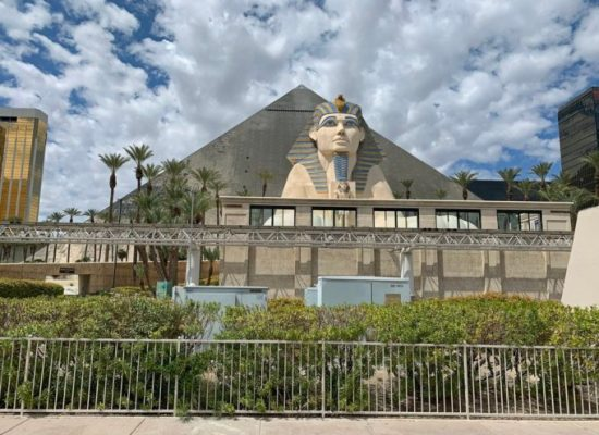 Las Vegas Best Hotel Room Rates for the Luxor Las Vegas Right Here