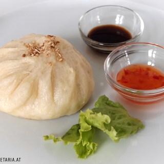 Gedämpfte und angebratene Baozi / Steamed and Fried Baozi