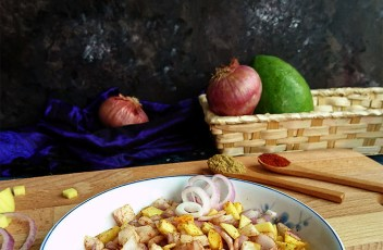 Raw Mango and Onion Salad recipe by www.vegetariantastebuds.com