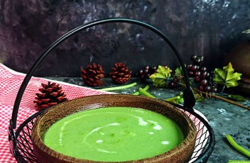 Spinach soup recipe by www.vegetariantastebuds.com