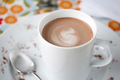 42-Calorie Gluten-Free Almond Milk Hot Chocolate