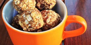 Raw Peanut Butter and Chocolate Oat Balls