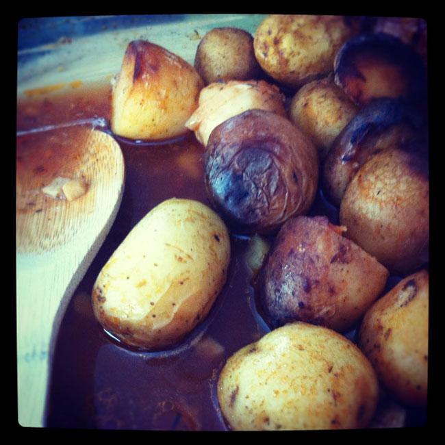 Patatas especiadas con mojo de crema agria