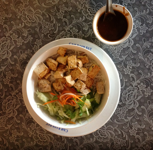 Bun (Grilled Tofu with Vermicelli and Peanut Dipping Sauce