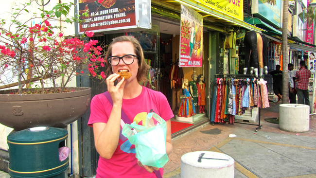 Eating Lentil Vadai in Little India