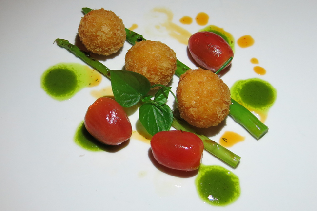 Vegan arancini with smoked tomatoes and rocket oil: lovely.