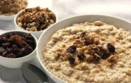 Oatmeal with nuts and dried fruits