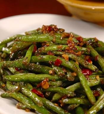 spicy and garlicky walnut stir-fried green beans recipe