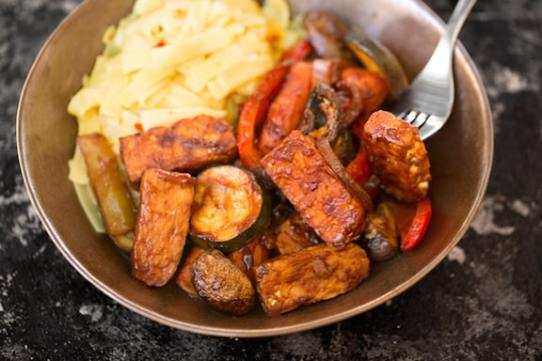 Barbecue-Flavored Tempeh and Vegetables