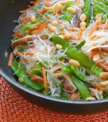 Rice noodles and snow peas