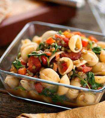 Pasta curry with lentils and spinach