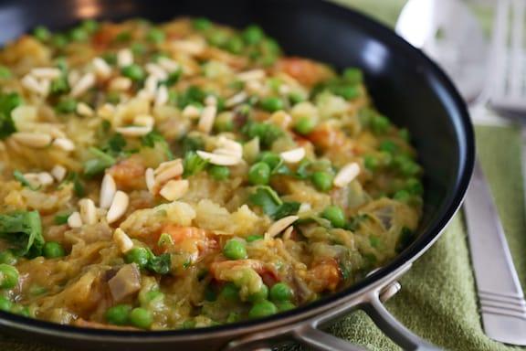 Spagheti squash with peas and almonds