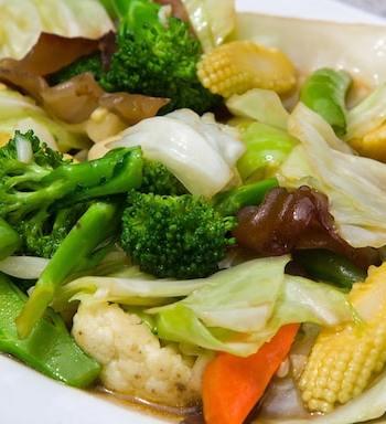 Broccoli and baby corn stir-fry - Buddhist's delight recipe