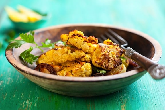 Roasted cauliflower with red onion