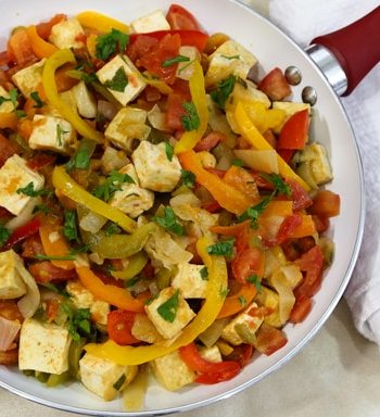 Summer tofu skillet with tomatoes and bell peppers