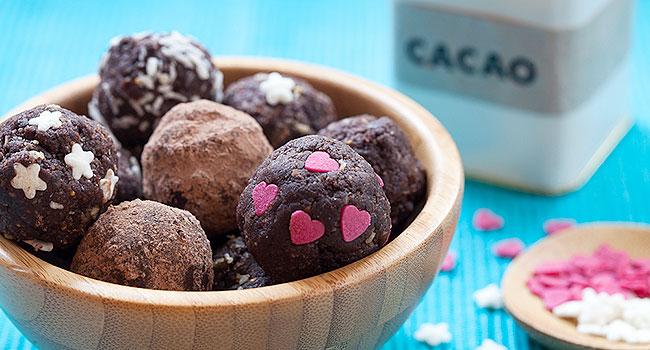 Dolci crudisti vegani al cacao e fichi  Ricetta dolce raw