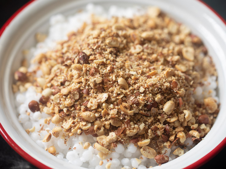 adding peanut powder to sabudana