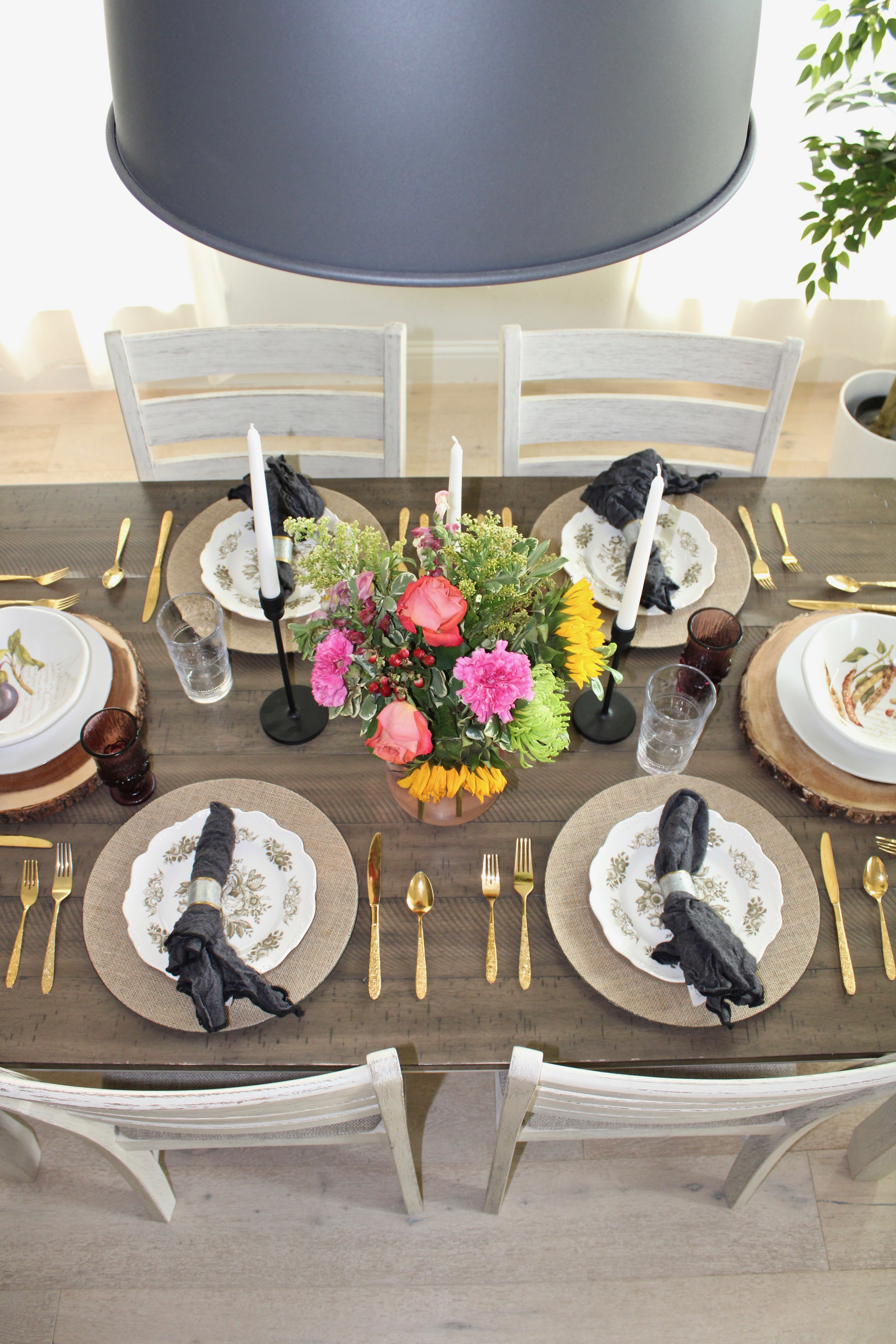 holiday tablescape neutral