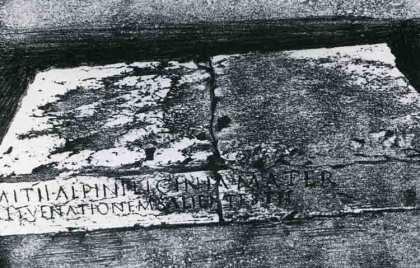 Blocchi di rosso ammonito catalogate n° 534-533;  Maffei – Teatro romano