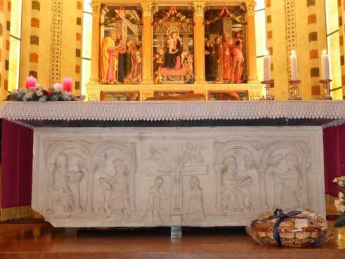 sarcofago-con-le-reliquie-dei-Santi-veronesi-Lucillo,-Lupicino,-Crescenziano,-Chiesa-di-San-Zeno,-Verona.1024