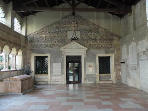 chiesa-santissima-trinita-atrio-verona.1200