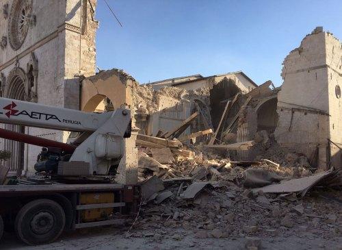 terremoto-norcia-6-5-basilica-san-benedetto-crolli-1200