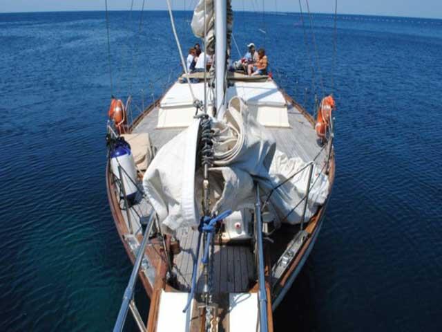 Sailing in Sardegna noleggio velieri e caicchi con skipper in Sardegna e Corsica